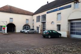 Extérieur garage : ateliers, station de lavage