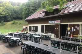Chalet et terrasse vide