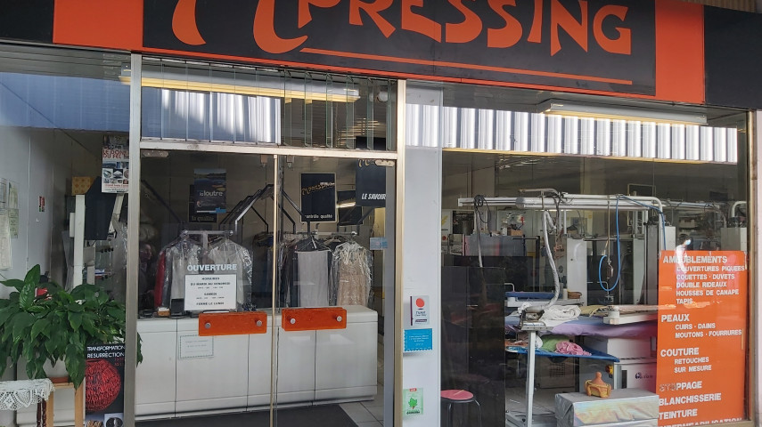 CEDE VENDS AURILLAC PRESSING