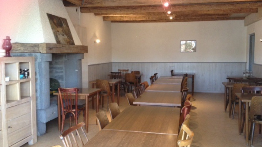 a vendre restaurant bar tabac station essence (cantal)