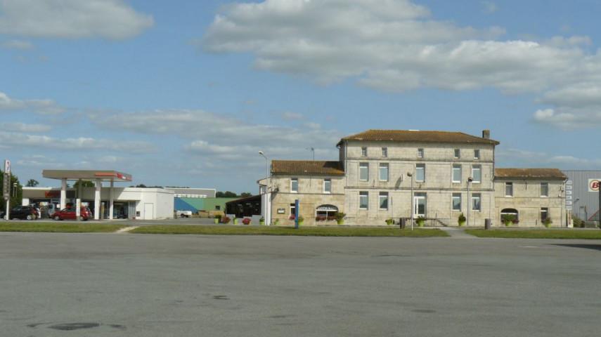 Hôtel Restaurant Station Service avec grand parking