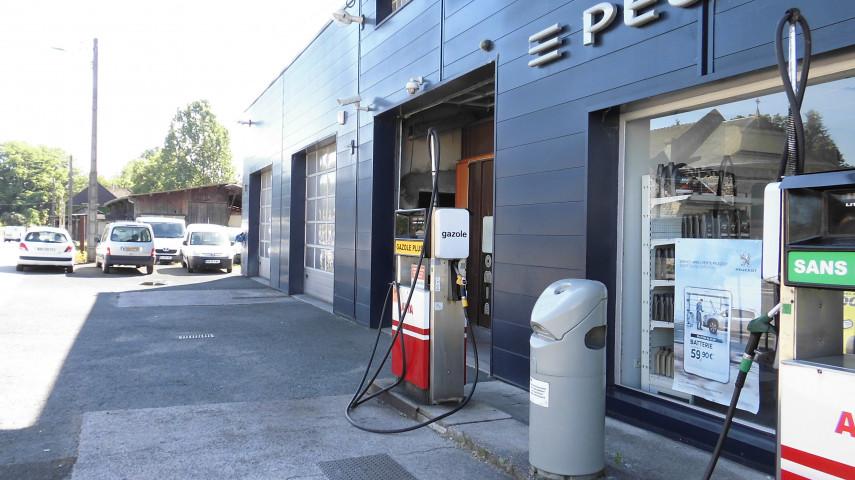 garage avec possibilité d'extension et grand parking