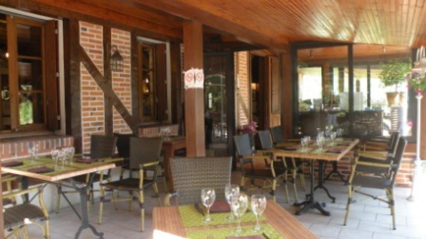 Restaurant Gièvres - Vue extérieure terrasse